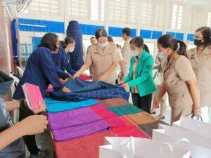 ประชาสัมพันธ์ผ้าไหมกลุ่มสตรีทอผ้า